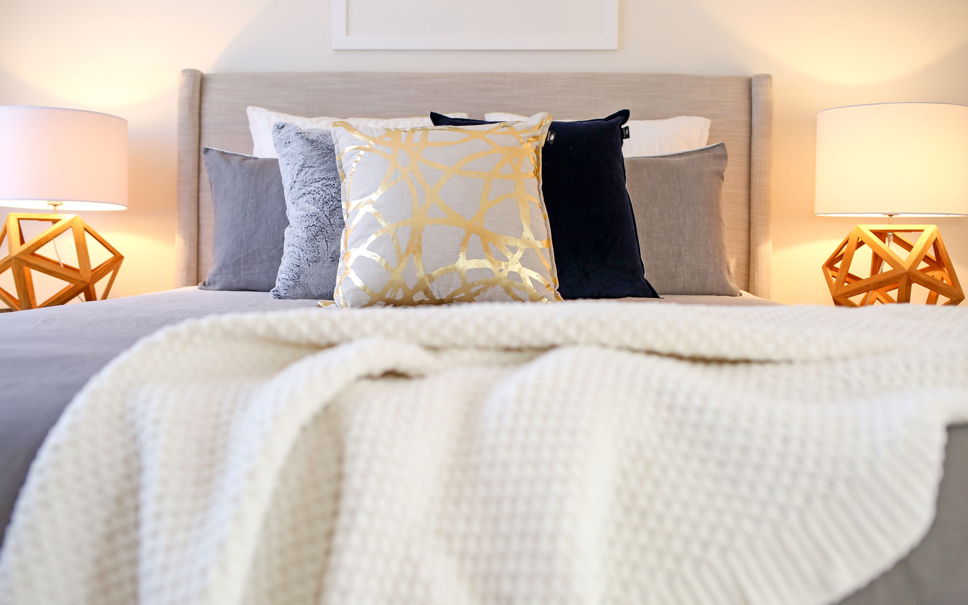 STYLE LIKE A PRO – STYLING WITH CUSHIONS